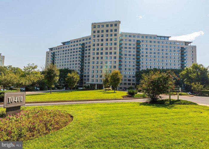 10401 GROSVENOR PLACE ROCKVILLE, Maryland 20852, 2 Bedrooms Bedrooms, ,1 BathroomBathrooms,Residential,For Sale,GROSVENOR,MDMC724818